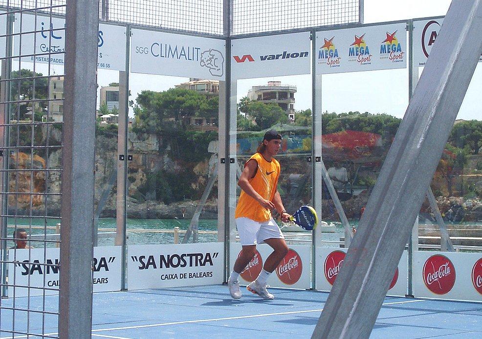 Nadal s'entraîne au padel