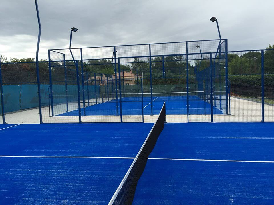 の2つの裁判所 padel ヴィグナルテニスクラブで