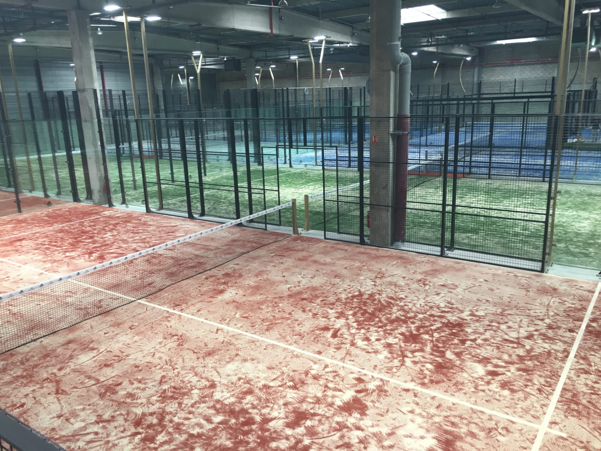 CASA PADEL : Le plus grand club de padel indoor français