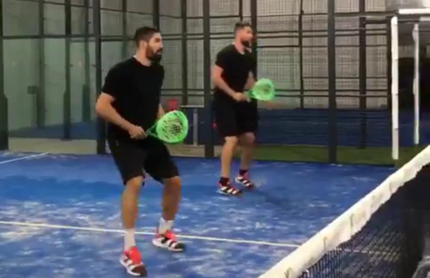 KARABATIC-bröderna tränar in padel.
