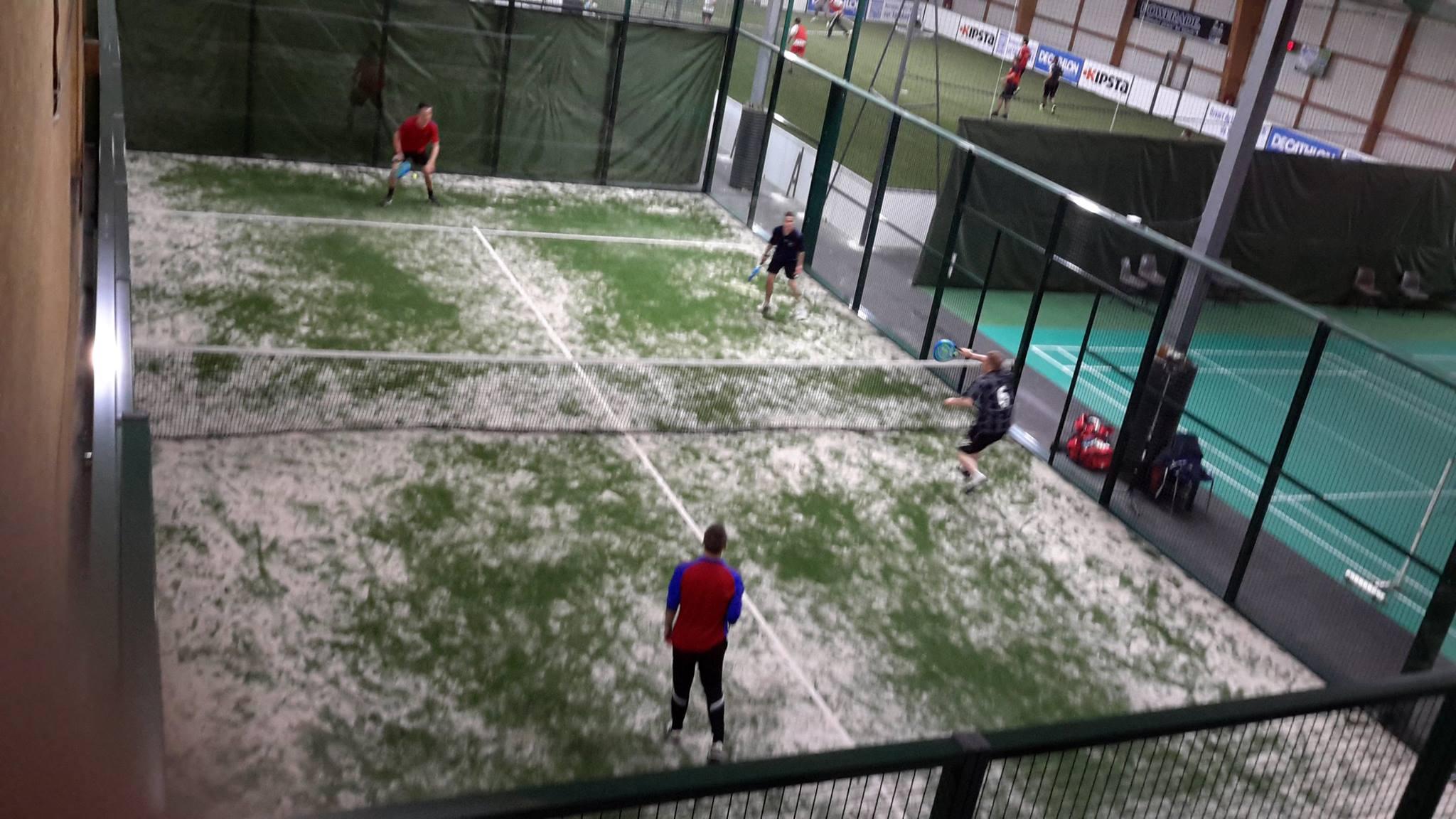 Fotboll inomhus Caen Démouville erbjuder 2 padel inomhus-