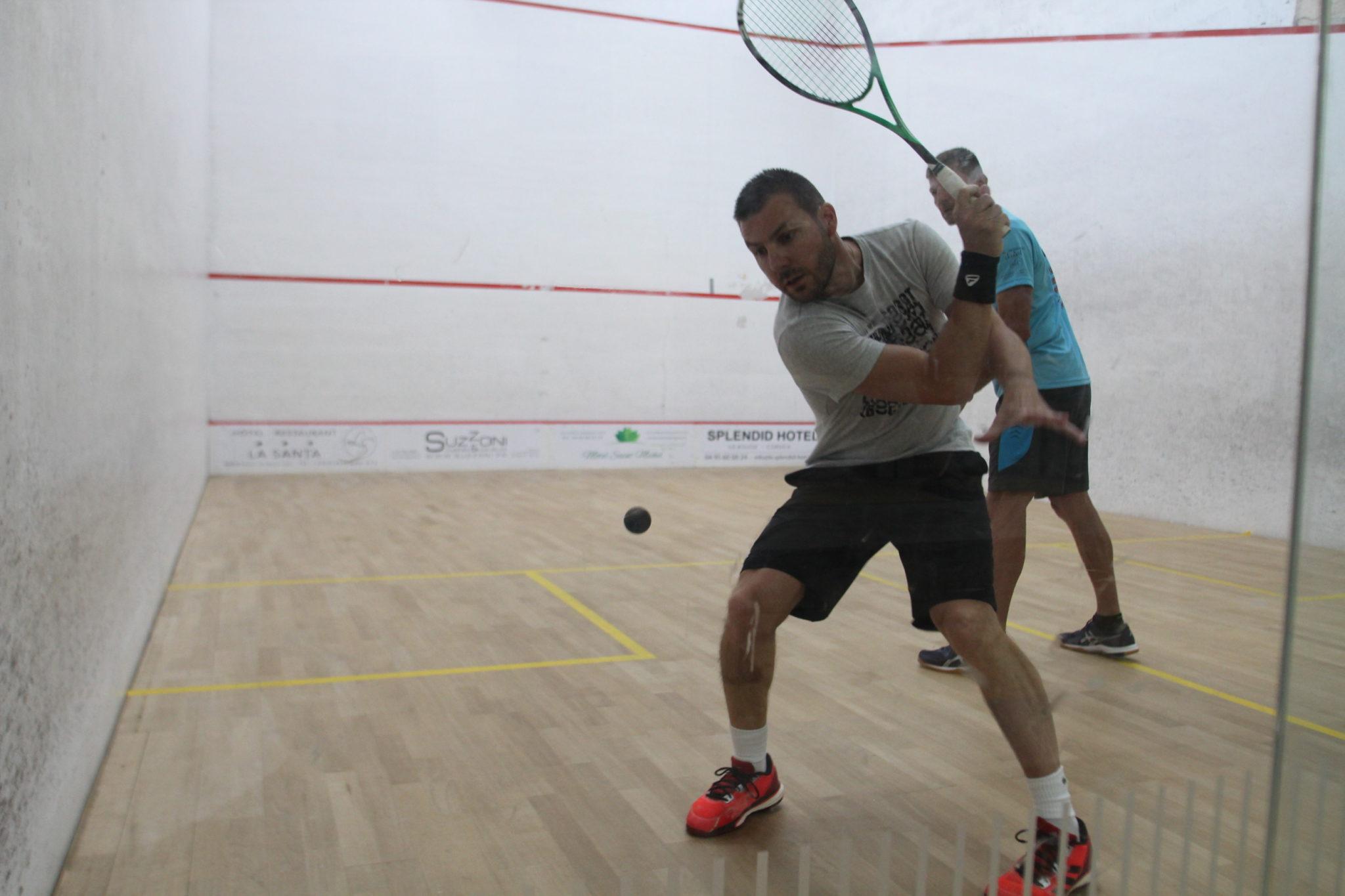 Padel et squash : similarités et différences