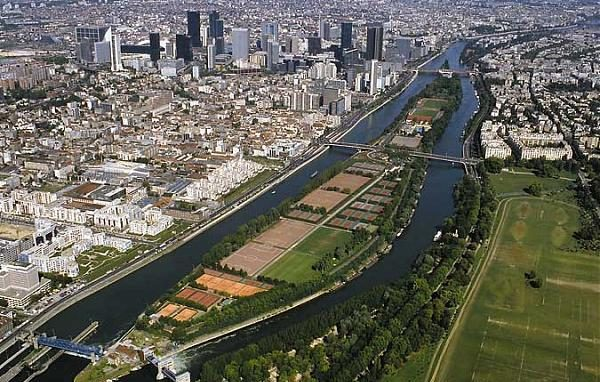 Le CNE PADEL : 14 terrains de padel et 11 hectares !