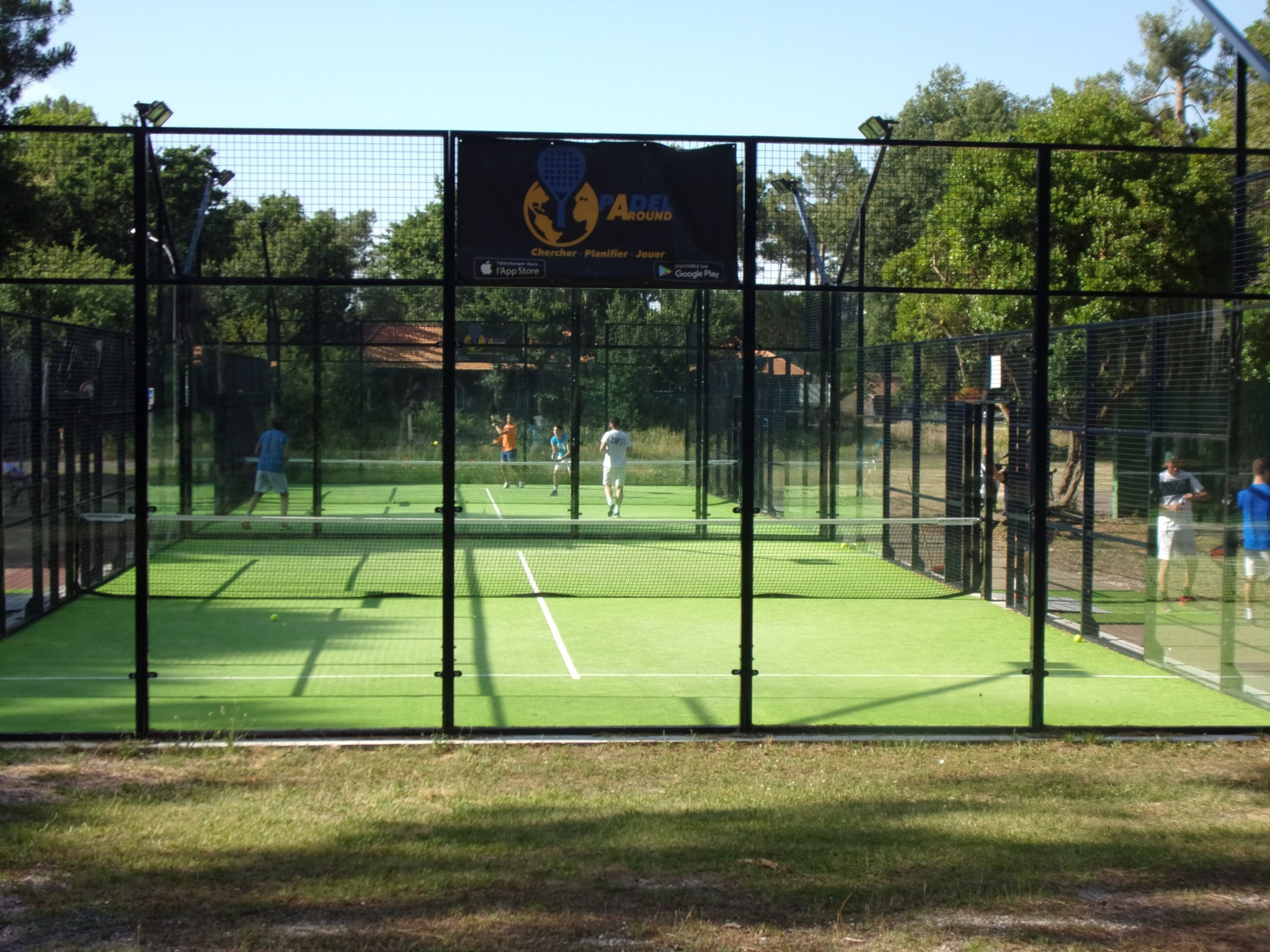 Aviat 4 camps de padel al Teste