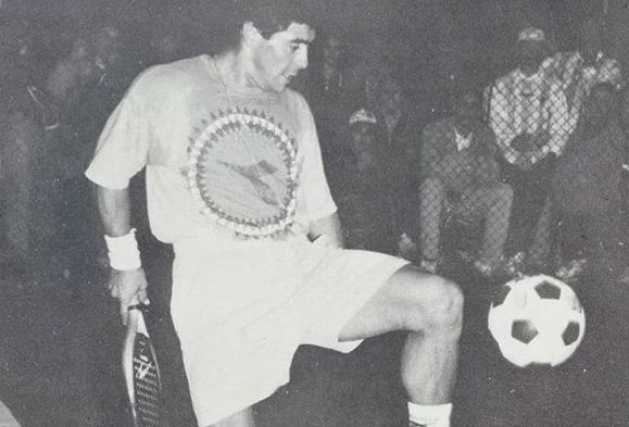 Diego Maradona ha giocato a padel !
