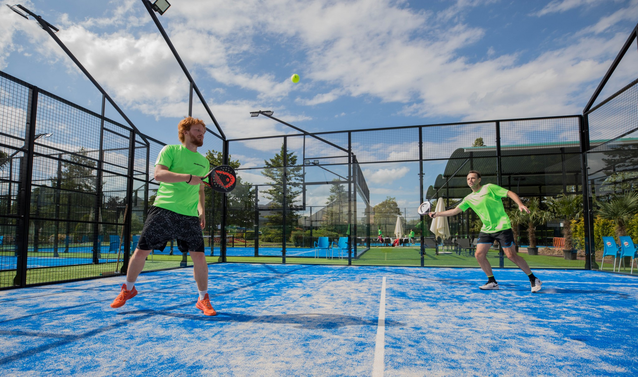 Comment appelle-t-on un joueur de padel ?
