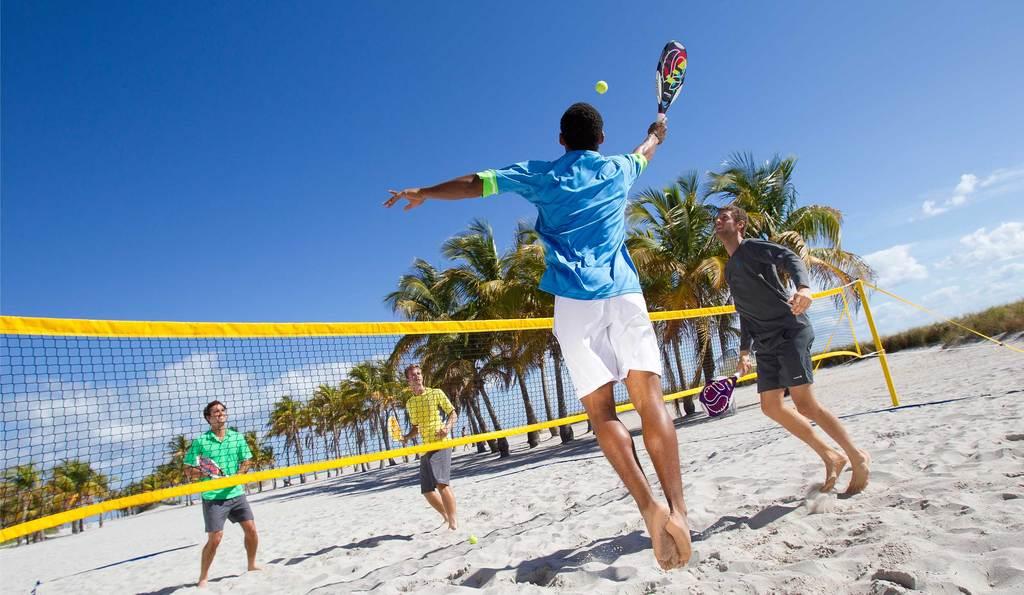 Padel et beach tennis, les similarités
