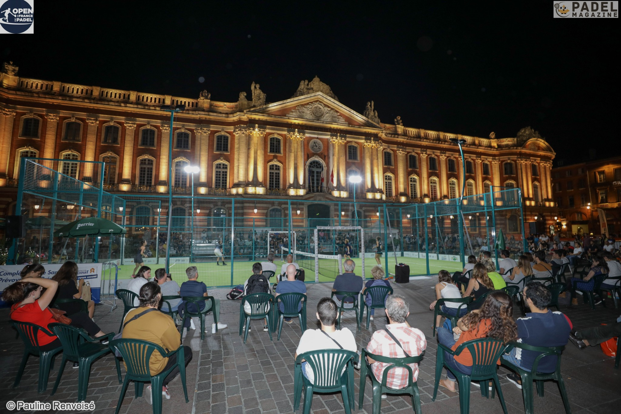 Padel in night session: There is a crowd!