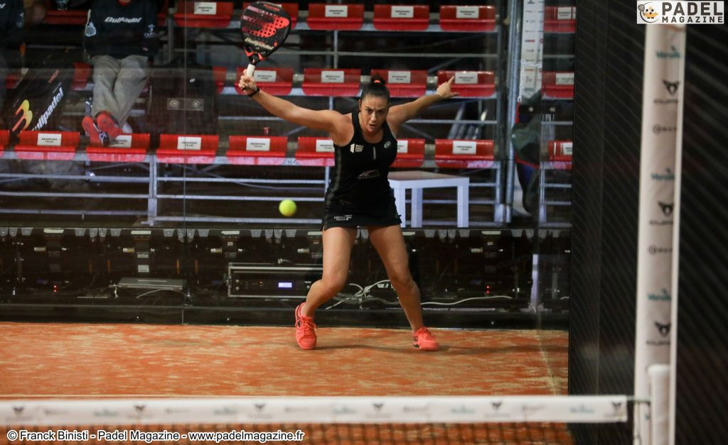 Can we position ourselves on the fly on a padel service?