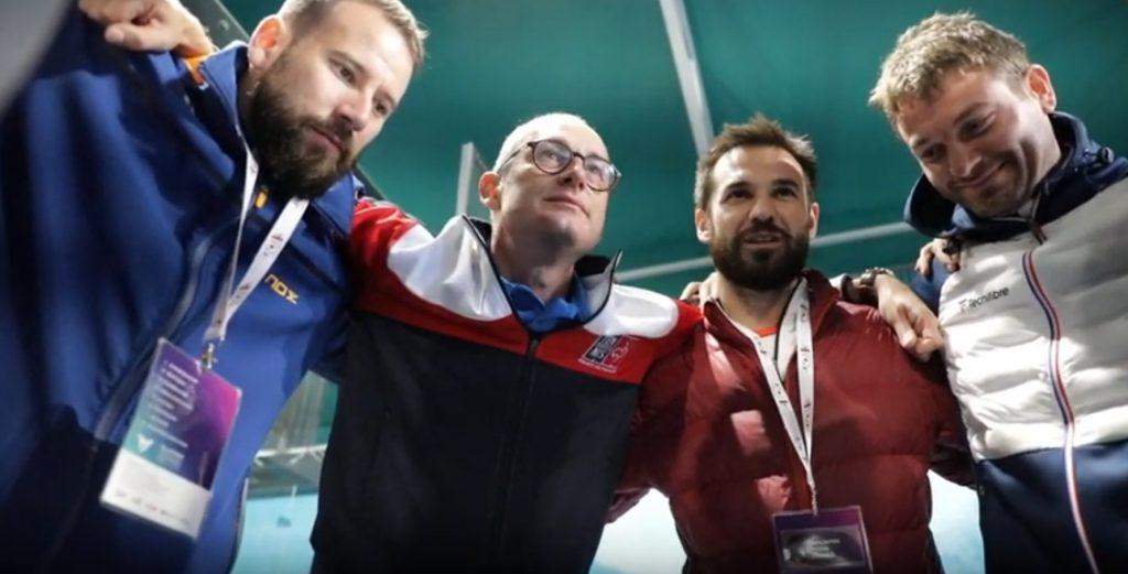 Alexis Salles och Benjamin Tison motiverar trupperna före finalen