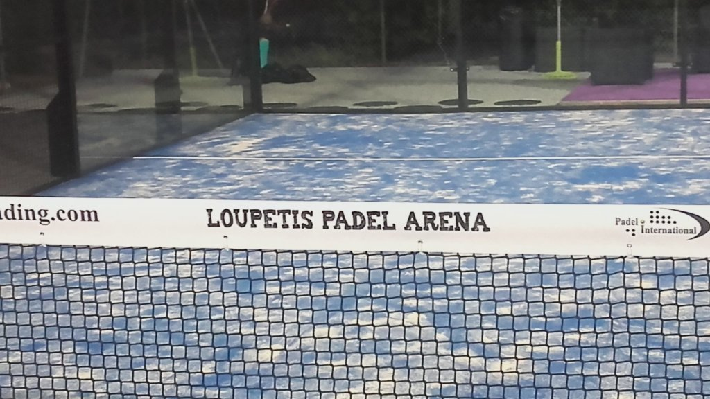 Can you play padel at a neighbor's?