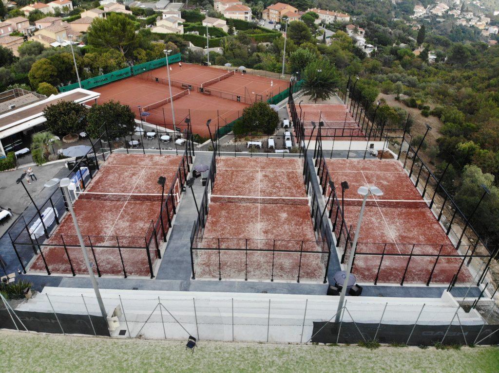 同化:テニスのために予約?