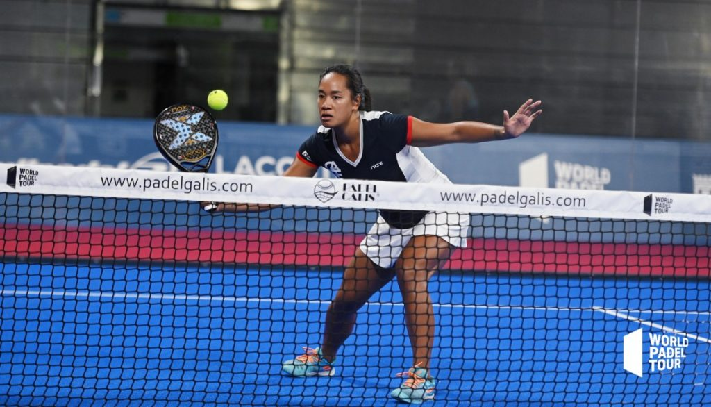 Lea godallier world padel round volley forehand