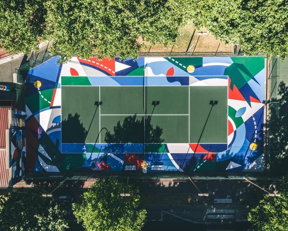 Le court de tennis de Clichy : DINGUE !