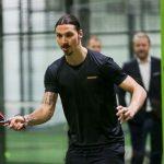Zlatan ibrahimovic joue padel raquette