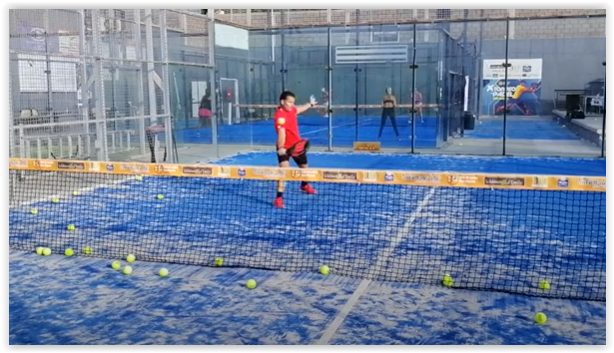 Technique Padel : la volée de revers
