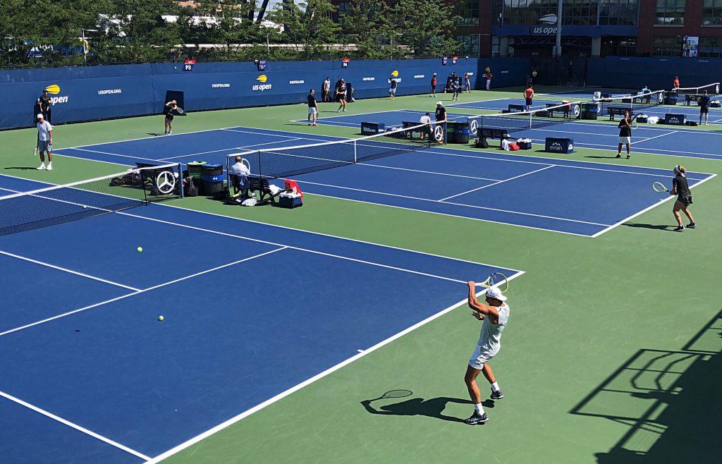 1 contre 1 tennis déconfinement covid terrain de tennis