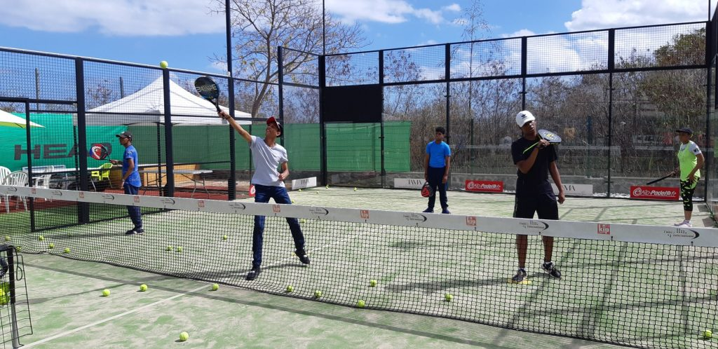 Supervised practice Tennis / padel for adults: Authorized!