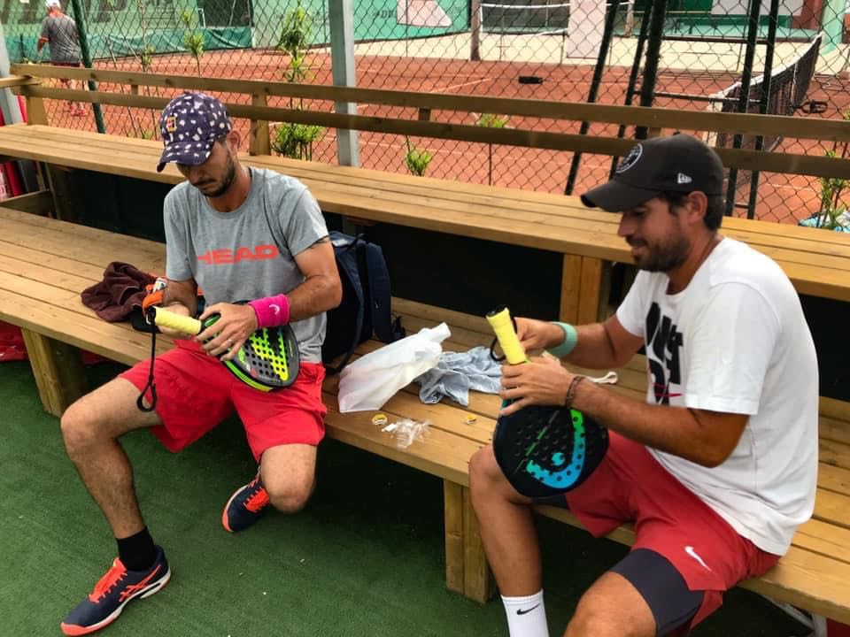 padel put on a racket padel master baptist grip