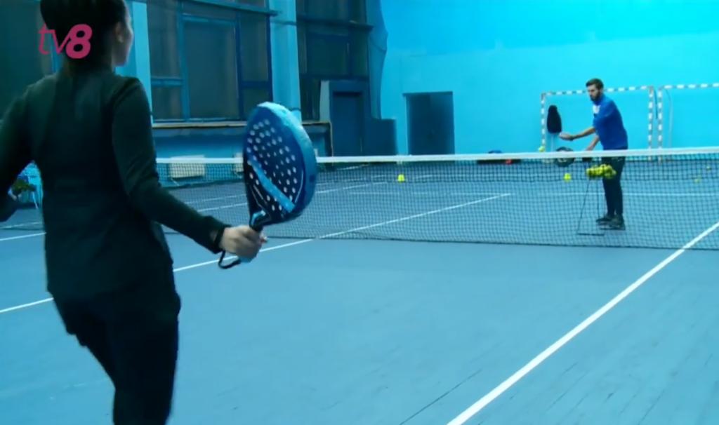 Juga a padel en una pista de tennis, és possible?