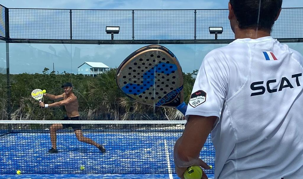 Play at padel for two: advantages and disadvantages