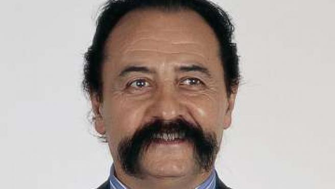 julio alegria moustache sourire