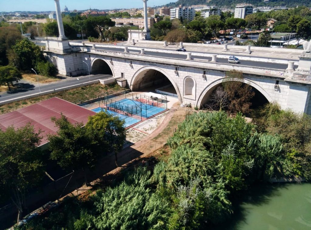 Just Padel : un club de padel entre fleuve et pont
