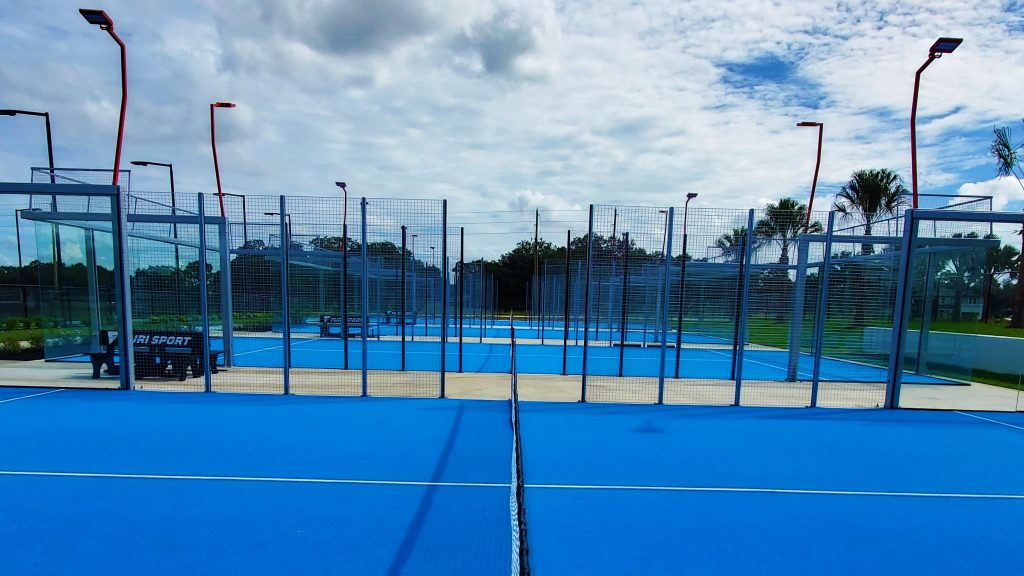 Palm trees SVB Tennis Center USA Padel