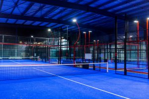 padel horizon padel paris rouge et bleu terrain indoor