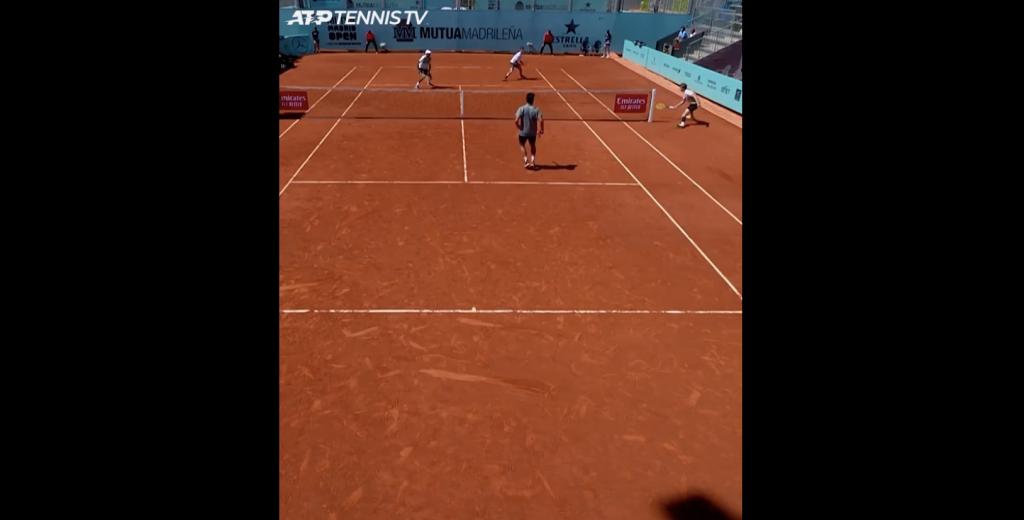 Bublik sköt Padel på en Madrid Masters 1000 dubbel tennisbana