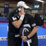 Fernando Belasteguin et Sanyo gutierrez accolade lors de la victoire du WPT Vigo 2021