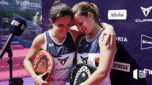 Paula Josemaria i Ariana Sanchez przytulają się po zwycięstwie WPT Marbella Master