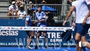 Juan Tello et Fede Chingotto se checkant après un point gagné au valladolid Master