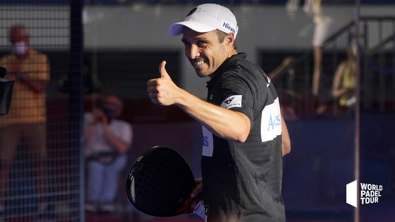 Bela quarts de finale de Las Rozas Open 2021 signe pouce de la main en souriant