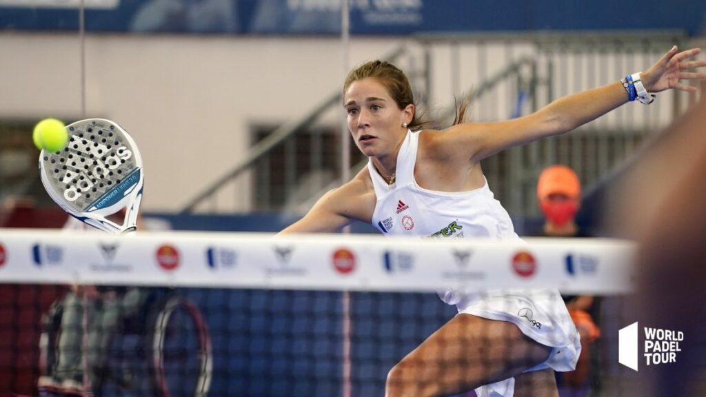 Marta Ortega forehand volley in the final of the Las Rozas Open