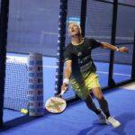 Miguel Lamperti en 1/16eme de final de Las Rozas Open 2021 en sortie de poiste pour récupérer la balle