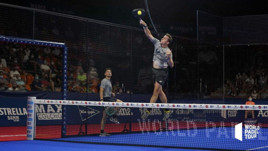 Paquito Navarro smatch in the air in the Round of 1 of the Valencia Open
