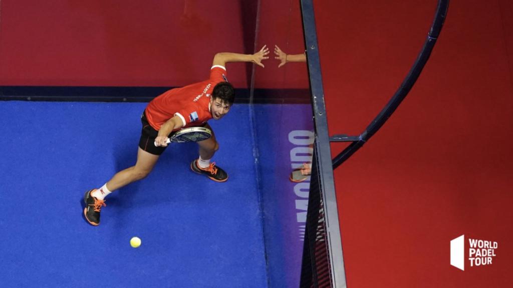 Agustin Tapia Padel takakäden lob puolustus padel Malaga Openin finaali