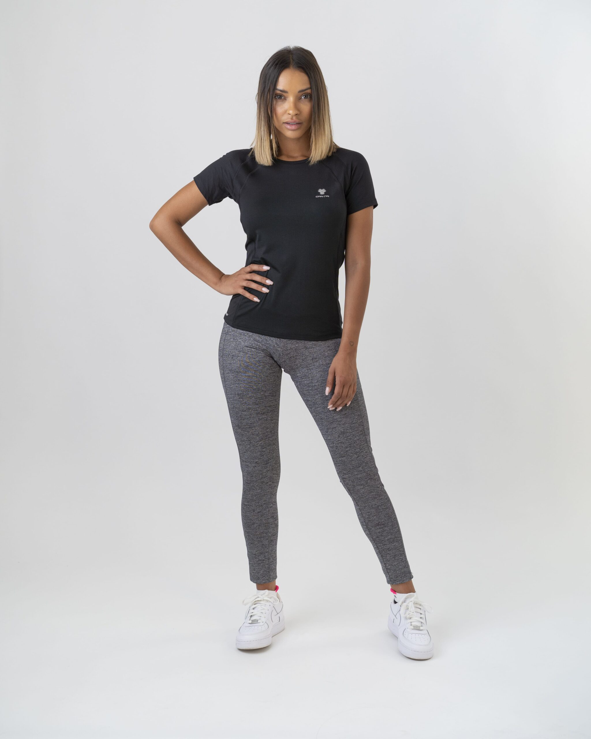 Tシャツシュタイアーブラックレギンスグレーリンツカルトリ女性2021年
