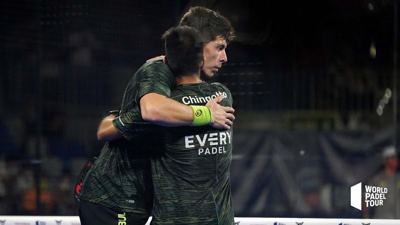 Juan Tello et Fede chingotto acolade après leur victoire