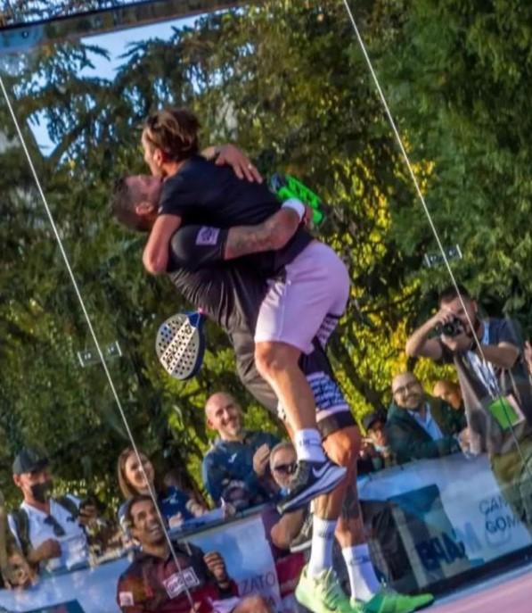 Marco Materazzi festeggia la vittoria padel